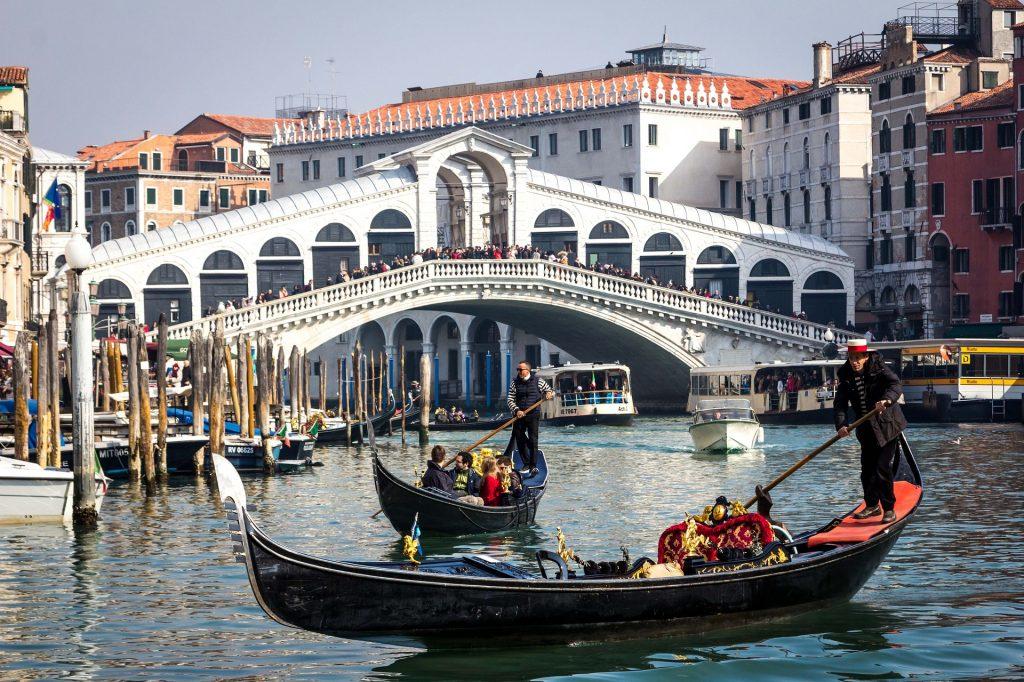 Benátky - Ponte di Rialto a gondoly