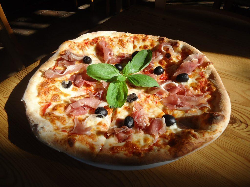 """Pizza capricciosa (""""náladová"""")"""