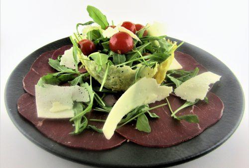 Carpaccio di bresaola con parmigiano e rucola