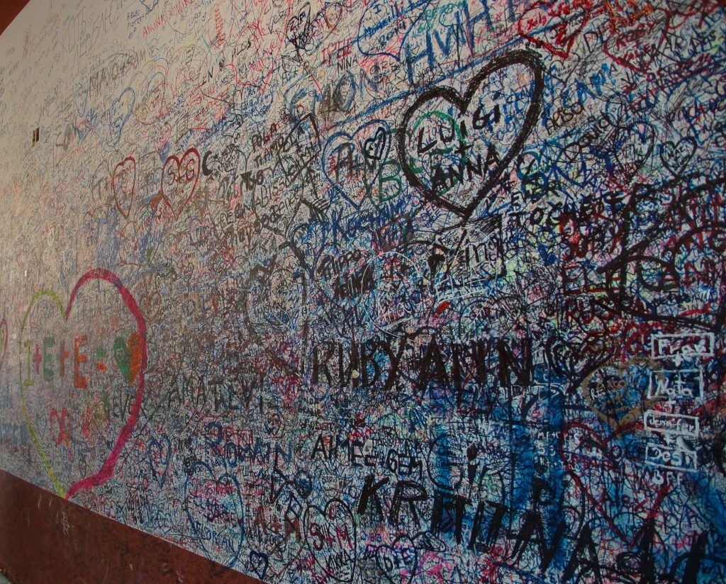 Verona - zeď se zamilovanými vzkazy